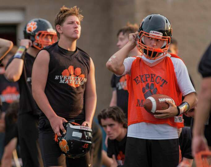 Ridgefield High School varsity football quarterback Drew Fowler ...