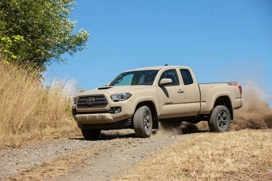 2016 Toyota Tacoma Photo: David Dewhurst Photography, Toyota  / 2012 David Dewhurst Photography