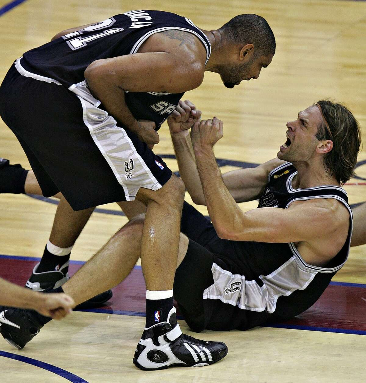 20. Fabricio Oberto, 2005-09: There are dirty workers, and then there's Oberto, who never averaged more than 4.8 points per game in his four seasons with the Spurs but nonetheless carved out a valuable niche for his willingness to do all the little things.