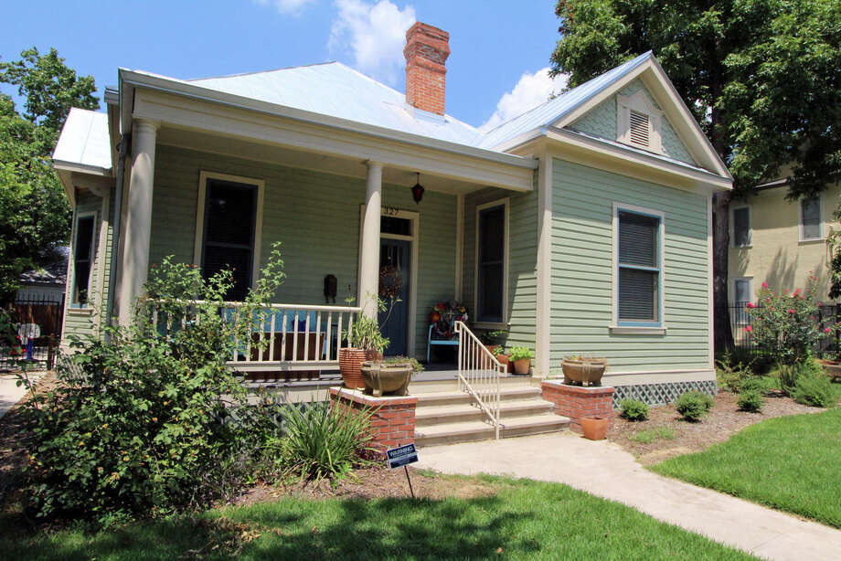 A single-story Monte Vista cottage became a Respite Care house in 2015, a century after it was built. It got a top-to-bottom, renovation courtesy of the H-E-B Tournament of Champions Charitable Trust, which bought the house for Respite Care. H-E-B construction partners donated materials and labor for the job. Photo: Daniel Warner /For The Express-News / ALL RIGHTS RESERVED UNLESS OTHERWISE SPECIFIED
