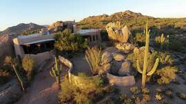 "The curious ""Boulder House"" in Arizona."