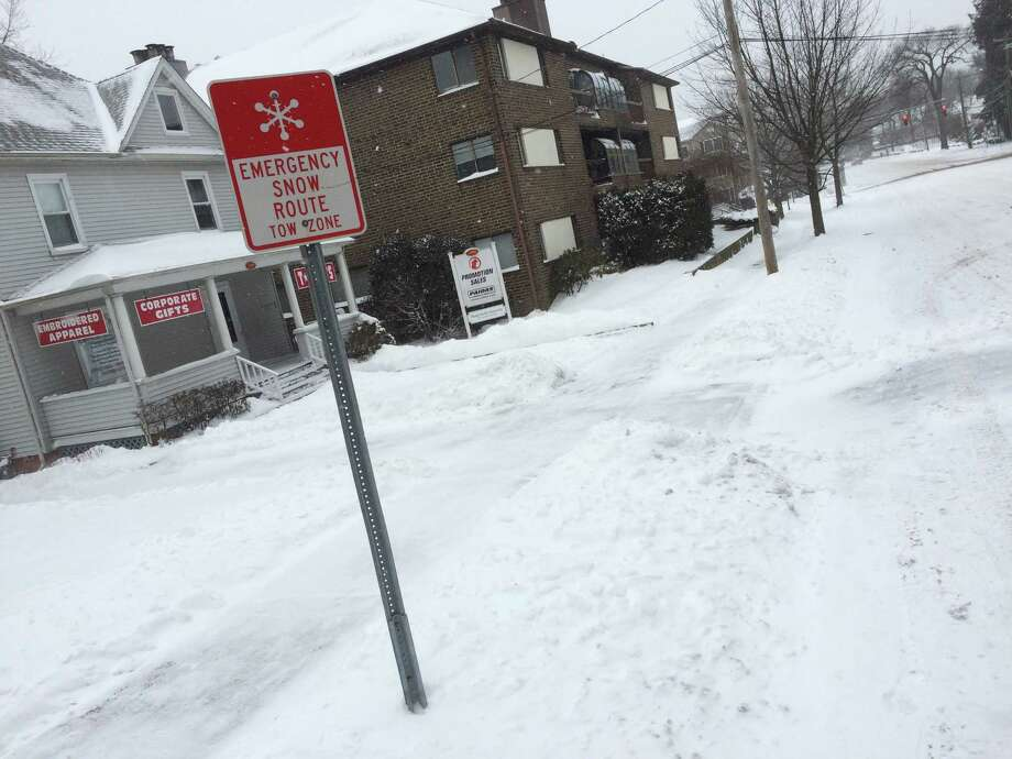 Pictured: A snow emergency route on Bedford Street. City representatives are considering a proposal to add alternate-side parking to certain streets on top of prohibited parking on snow emergency routes. Photo: Alex Gecan / The Advocate / Stamford Advocate