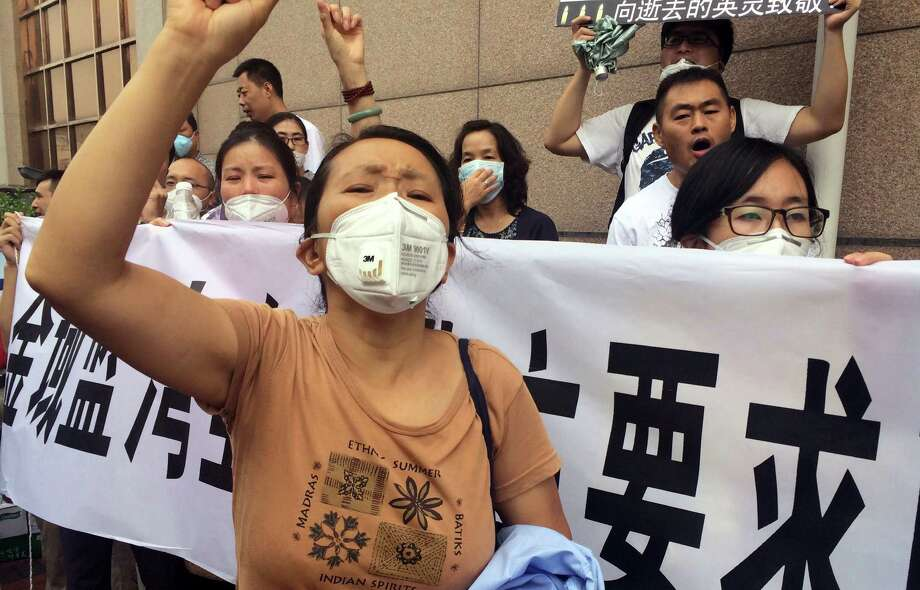 Residents protesting outside a hotel in Tianjin, China, demand compensation for damage to their homes near the blast site. Photo: Paul Traynor /Associated Press / AP