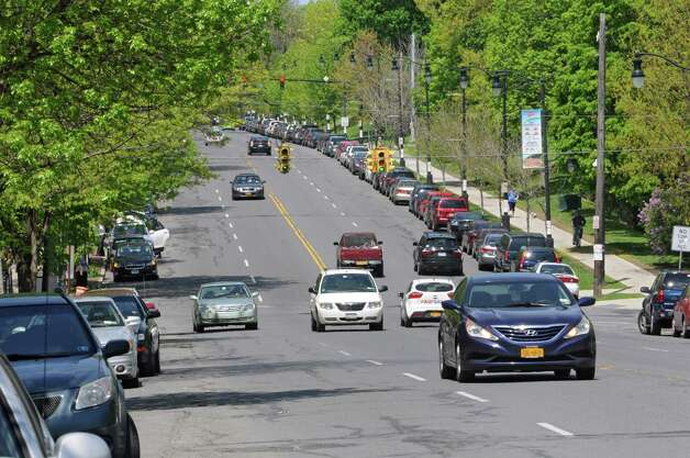 A planned reduction of the number of lanes on a section of Madison Avenue in Albany could include protected bike lanes. (Lori Van Buren / Times Union) ORG XMIT: MER2014051412281839 Photo: Lori Van Buren / 00026884A