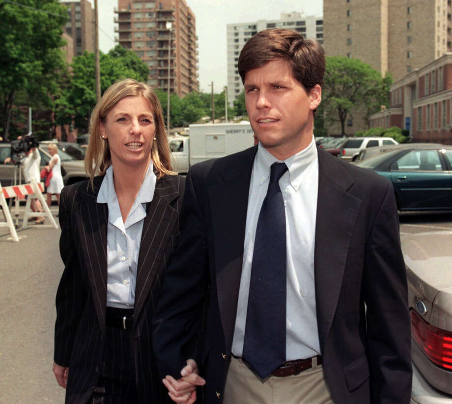 FILE - Alex Kelly walks with girlfriend Amy Molitor during a break for lunch at Stamford Superior Court in Stamford, Conn., Thursday, June 12, 1997. Kelly, 30, was convicted today in the 1986 rape of a Darien, Conn. high school student. (AP Photo/Richard Freeda) Photo: RICHARD FREEDA, File / AP