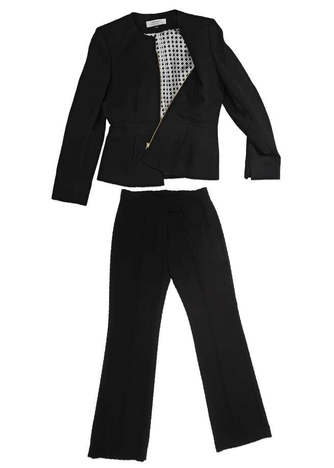 Tahari Classic Black Pant Suit $280 Photo: Lori Van Buren