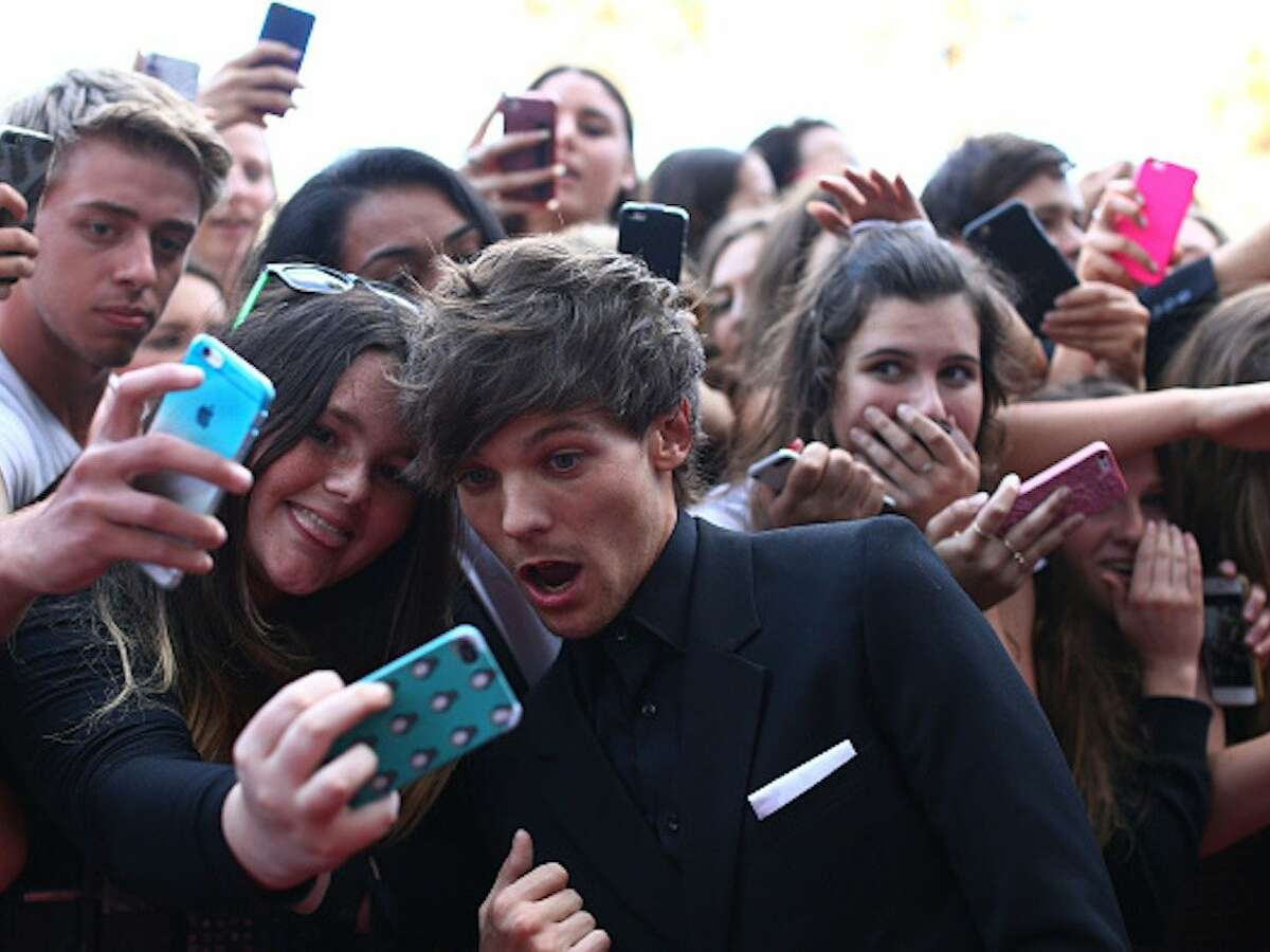 Selfie Taker: One Direction instagram.com/onedirection