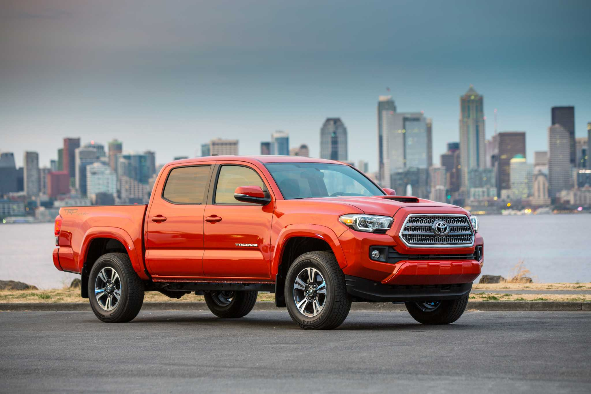 Perennially popular Toyota Tacoma pickup overhauled for 2016