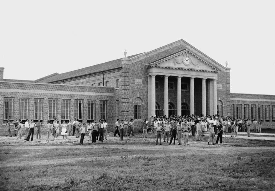 High school students gather outside of their new Cy-Fair High School when it was new in 1942. Photo: 2001 SNOWBOUND, ALL RIGHTS RESER