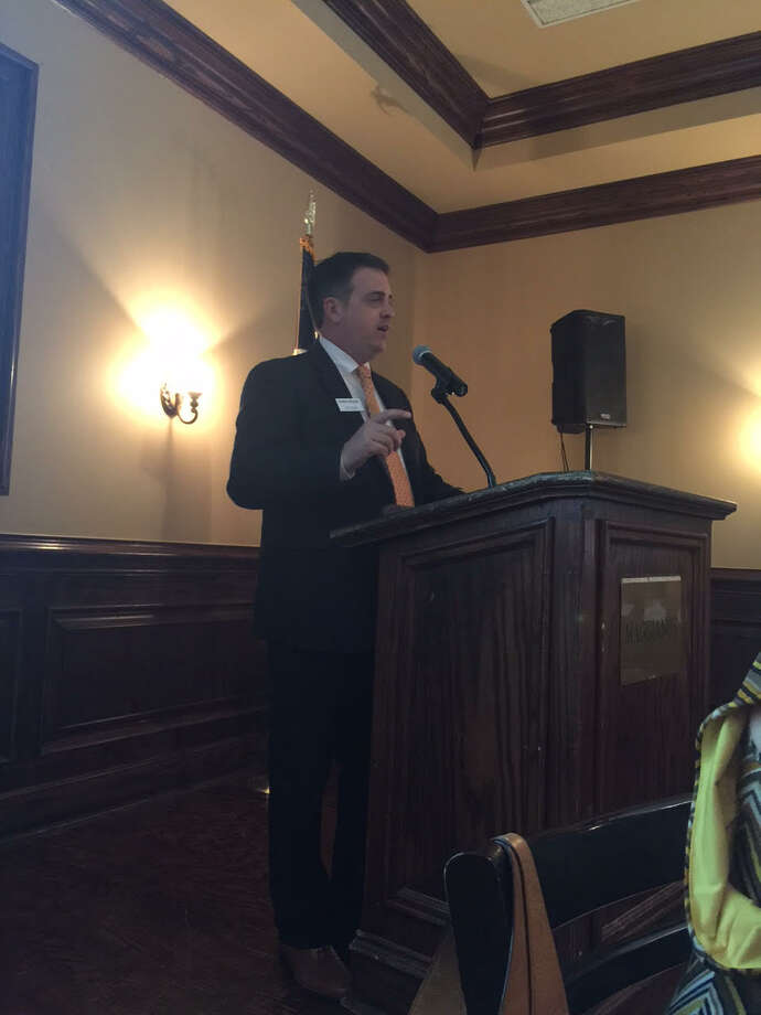 Scott Davis, Houston Regional director of Metrostudy was the featured speaker for the event.