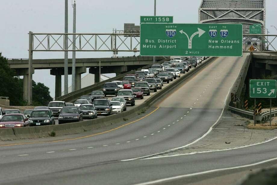 Westbound traffic backs up over the Mississippi River Bridge during the evacuation. Photo: BRETT COOMER, HOUSTON CHRONICLE / HOUSTON CHRONICLE
