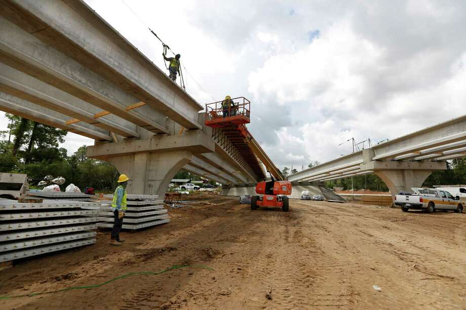 Construction of the ramps linking the Hardy Toll Road and Grand Parkway started in early 2015, and continued on Aug. 19. Photo: Steve Gonzales, Houston Chronicle / © 2015 Houston Chronicle