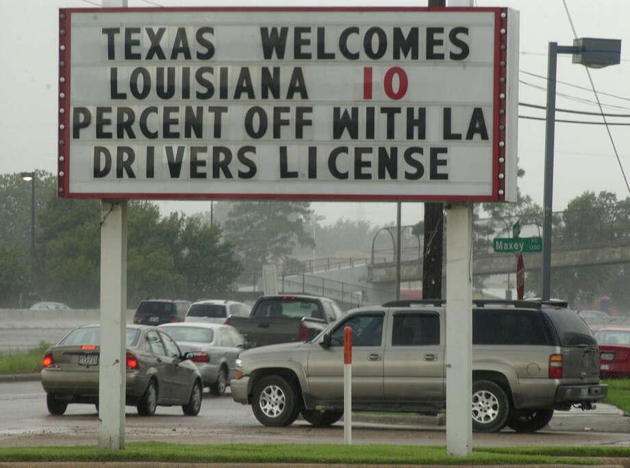 A Houston restaurant offers a discount. Photo: Carlos Antonio Rios, Houston Chronicle / Houston Chronicle