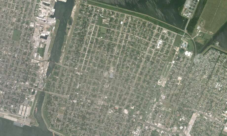hurricane katrina new orleans satellite images before and after the