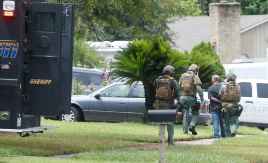 SWAT at the home of an aggravated-robbery suspect in northwest Harris County on Friday, Aug. 21, 2015. Photo: Cody Duty/Houston Chronicle