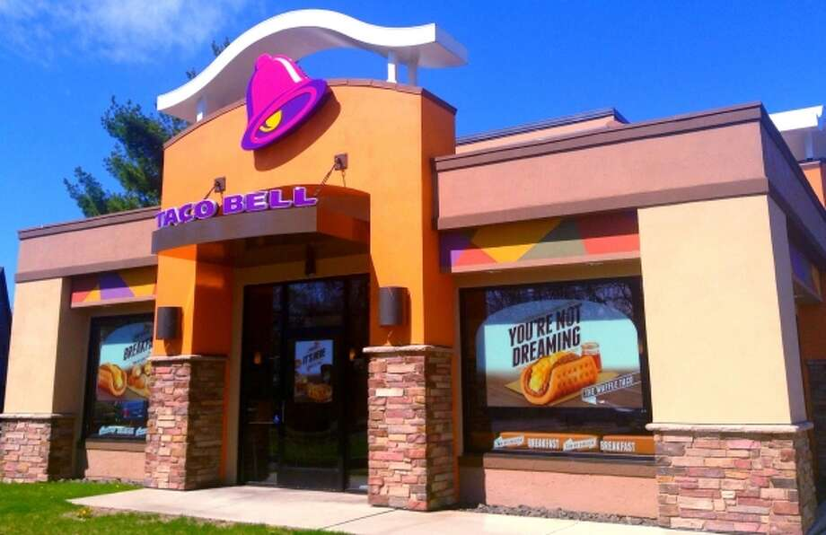 File image of Taco Bell restaurant. Encina Grande Shopping Center in Walnut Creek offers free valet parking, located right by the popular chain. Photo: Mike Mozart | Flickr