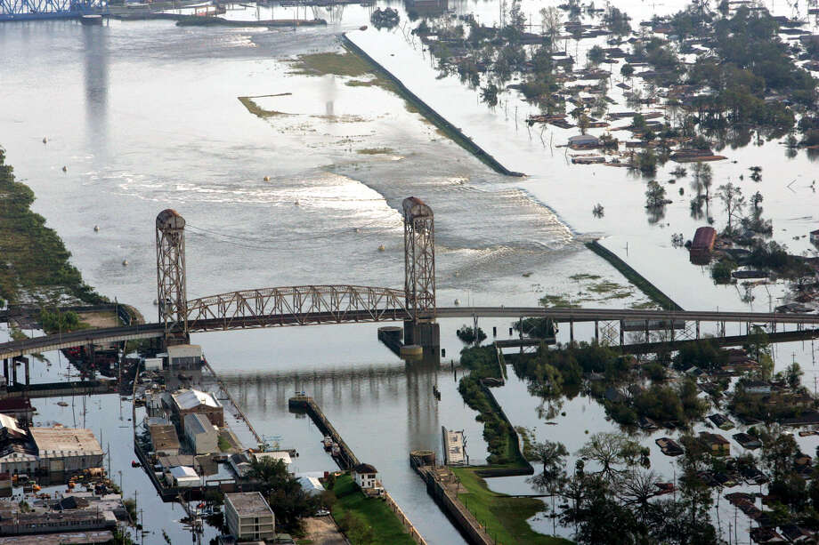 Floodwaters from Hurricane Katrina flow over a levee along Inner Harbor Navigaional Canal near downtown New Orleans. Photo: DAVID J. PHILLIP, AP / AP