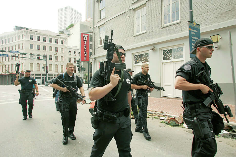 New Orleans SWAT police armed with machine guns patrol downtown. Photo: RICK WILKING, REUTERS / X00301
