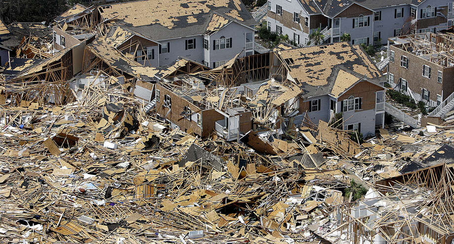 A housing complex is strewn with rubble from other buildings as well as it's on near the beach in Gulfport, Miss. Photo: PHIL COALE, AP / AP
