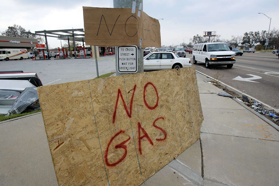 """Even with """"no gas"""" signs posted in Gulfport, Miss., lines formed outside any gas station that had people working on the pumps. Hurricane Katrina demolished most of the gas stations along the Gulf Coast, and knocked out the power stations needed to run those that were operational. Photo: ROGELIO SOLIS, AP / AP"""