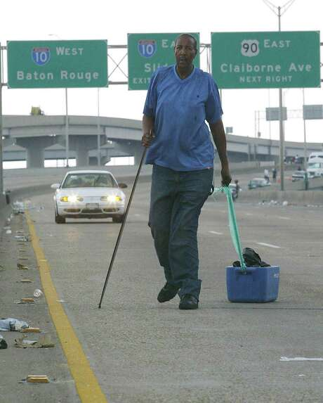 Walter Williams walks with what is left of his belongings along an elevated freeway in New Orleans. Photo: JAMES NIELSEN, AFP/Getty Images / AFP