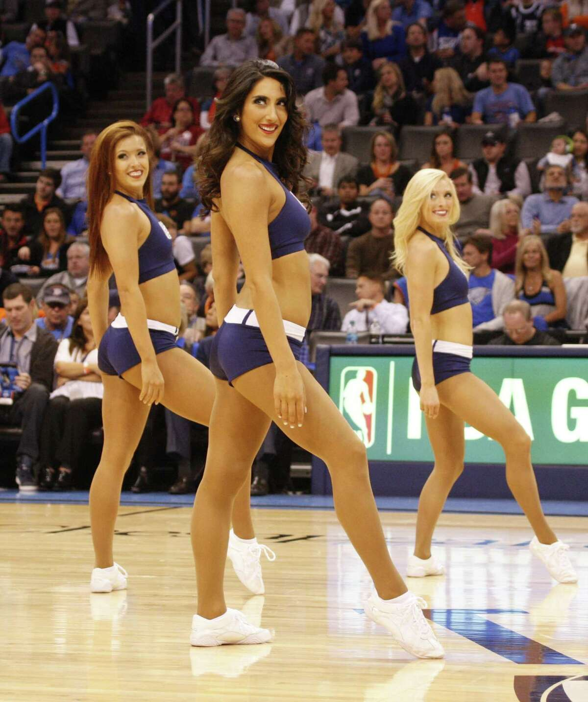 The Woodlands' Kara Robinson recently signed her second season contract with the NBAés Oklahoma City Thunder to dance as a Thunder Girl.