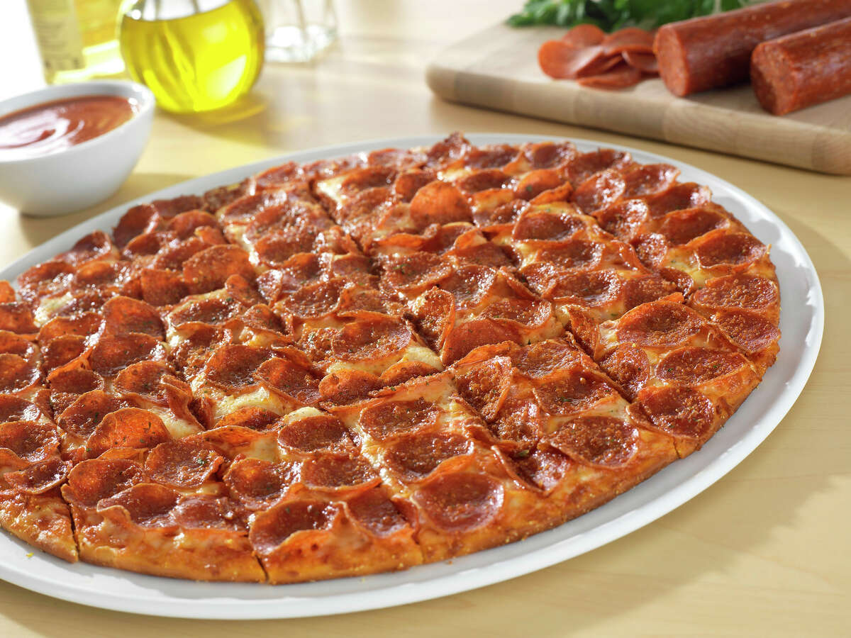 """Donatos, a top 25 pizza chain, is known for its """"edge-to-edge"""" toppings."""
