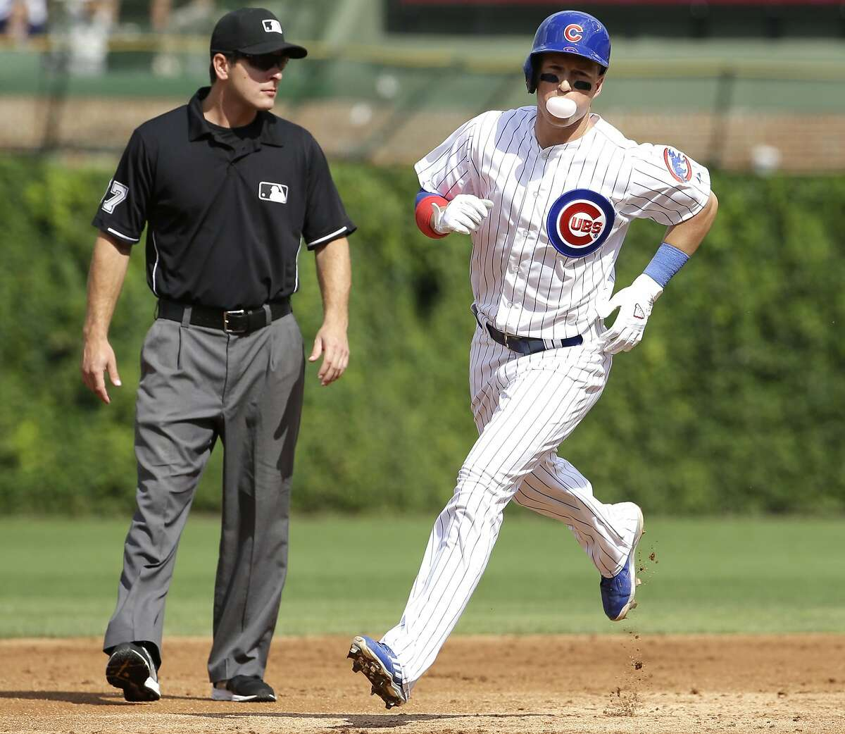 Chicago Cubs' Chris Coghlan rounds the bases after hitting a solo home run during the first inning of a baseball game against the Atlanta Braves Friday, Aug. 21, 2015, in Chicago. (AP Photo/Nam Y. Huh)