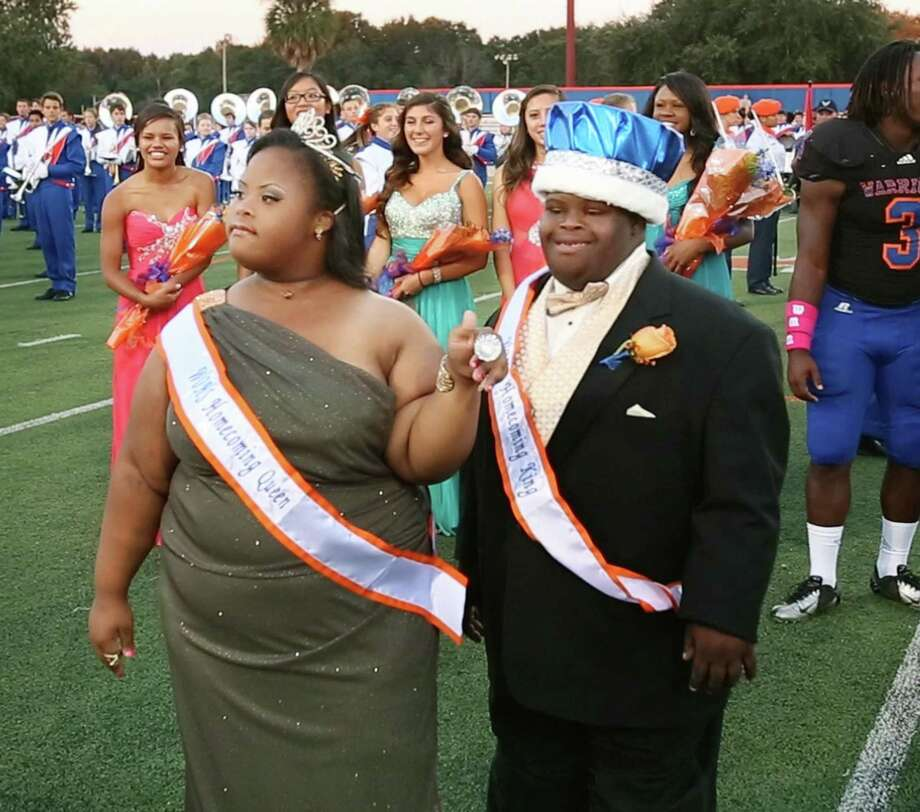 Bubba Hunter and Semone Adkins were crowned homecoming king and queen at West Orange  High School in October 2013 in Winter Garden, Fla. Hunter died Friday after a battle with pneumonia. He was 20. (Stephen M. Dowell/Orlando Sentinel/TNS) Photo: Stephen M. Dowell, MBR / Orlando Sentinel