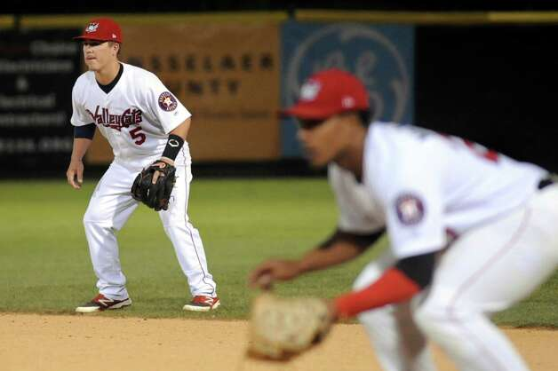 ValleyCats' second baseman Brooks Marlow, left, readies for the pitch during their baseball game against the Renegades on Friday, Aug. 21, 2015, at Joe Bruno Stadium in Troy, N.Y. (Cindy Schultz / Times Union) Photo: Cindy Schultz / 00033059A
