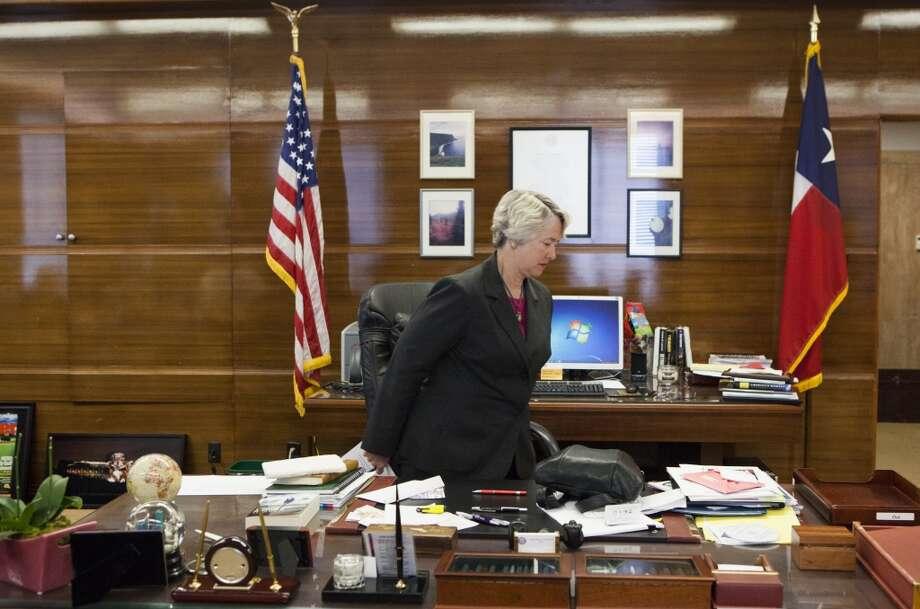 La actual alcaldesa de Houston, Annise Parker, en su oficina en el Ayuntamiento,   que será ocupada desde 2016 por el candidato que gane las elecciones programadas para final de año. Photo: Marie D. De Jesus, Houston Chronicle