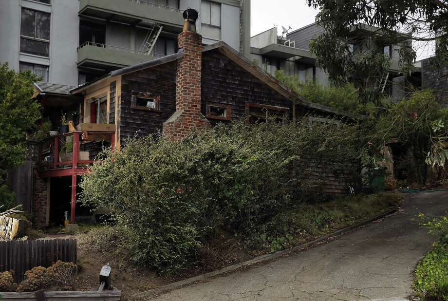 The house on Amber Drive in Diamond Heights is owned by Mischa Seligman, who is trying to donate the property. Photo: Carlos Avila Gonzalez / Carlos Avila Gonzalez / The Chronicle / ONLINE_YES