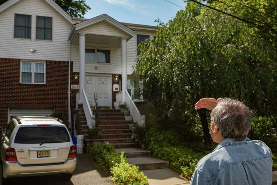 The home of Kevin Downing, who fatally shot a security guard and then himself at a Manhattan federal building the day prior, in Fort Lee, N.J., Aug. 22, 2015. Downing reportedly bore a long grudge against the U.S. Department of Labor over his termination as an economist some 15 years ago. (Emon Hassan/The New York Times) Photo: EMON HASSAN, STR / New York Times / NYTNS