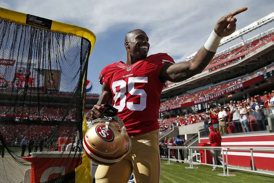 San Francisco 49ers' Vernon Davis points to the crowd before playing Dallas Cowboys during NFL preseason game at Levi's Stadium in Santa Clara, Calif., on Sunday, Aug. 23, 2015. Photo: Scott Strazzante, The Chronicle