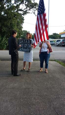 Protesters at Houston's Arabic Immersion Magnet School on first day of ...