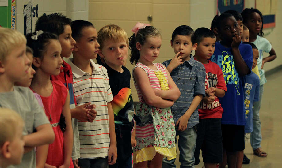 Students at the brand new Cibolo Valley Elementary School in the Schertz-Cibolo-Universal City Independent School District get an orientation Monday August 24, 2015 on the first day of school. Photo: John Davenport, San Antonio Express-News / ©San Antonio Express-News/John Davenport