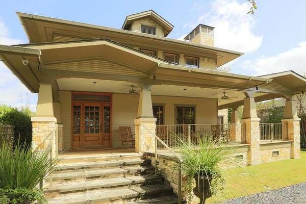 636 Hawthorne  : $1,895,000 / 4.5 bedrooms / 2.5 full bathrooms / 3,834 square feet