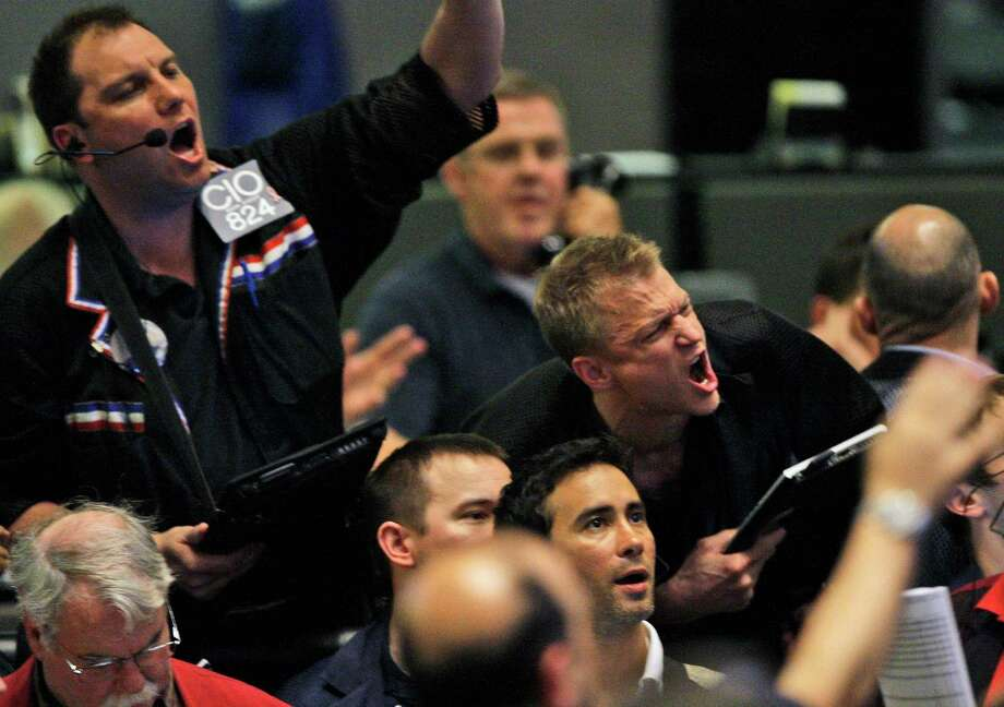 Traders shout orders in the S&P 500 futures pit at the CME Group in Chicago near the close of trading, Thursday, May 6, 2010. The stock market has had one of its most turbulent days ever with the Dow Jones industrials plunging nearly 1,000 points in half an hour before recovering two-thirds of its losses. (AP Photo/Kiichiro Sato) Photo: Kiichiro Sato / AP / AP2010