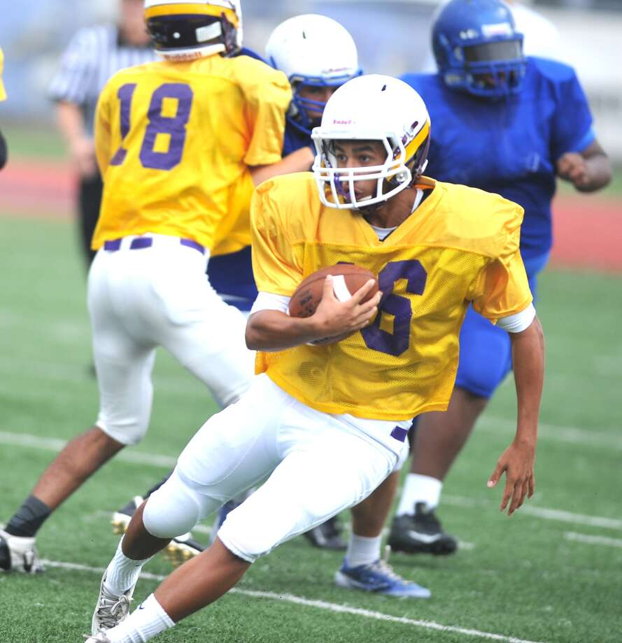 Jersey Village running back David Migl, above, cut for yardage during a preseason scrimmage against Klein. Photo: Eddy Matchette, Freelance / Freelance