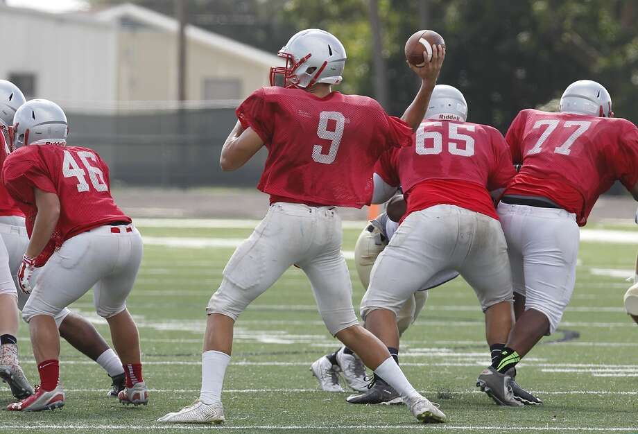 Travis quarterback Devin Miller was on form during a preseason scrimmage against Foster last weekend. Photo: Diana L. Porter, Freelance / © Diana L. Porter
