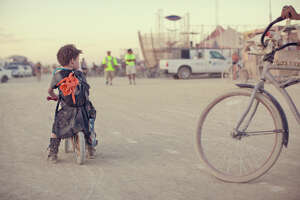 Photographer captures children of Burning Man - Photo