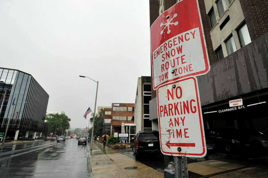 Stamford alerts residents to snow emergencies, but has to yet to figure out how to let drivers know when new alternate-side parking rules go into effect. Photo: Jason Rearick / Hearst Connecticut Media / Stamford Advocate