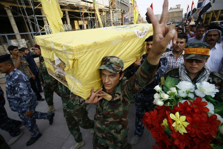 In Najaf, Iraqi soldiers carry the coffin of a fighter who was killed fighting the Islamic State in Baiji. Photo: Haidar Hamdani, AFP / Getty Images
