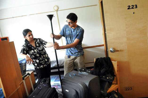 Freshman Ankit Juneja, 18, of Monroe, N.Y., center, and his mother, Anu Juneja put together a lamp as he settles into his dorm on Tuesday, Aug. 25, 2015, at Rensselaer Polytechnic Institute in Troy, N.Y. (Cindy Schultz / Times Union) Photo: Cindy Schultz / 00033121A