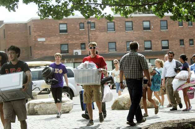 Freshmen move into their dorms on Tuesday, Aug. 25, 2015, at Rensselaer Polytechnic Institute in Troy, N.Y. (Cindy Schultz / Times Union) Photo: Cindy Schultz / 00033121A