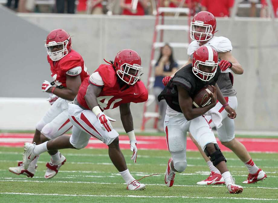 White team quarterback Greg Ward Jr. (1) rushes against the Red team in the Spring Red and White game on April 18, 2015 at TDECU Stadium in Houston. Photo: Thomas B. Shea /For The Houston Chronicle / © 2015 Thomas B. Shea