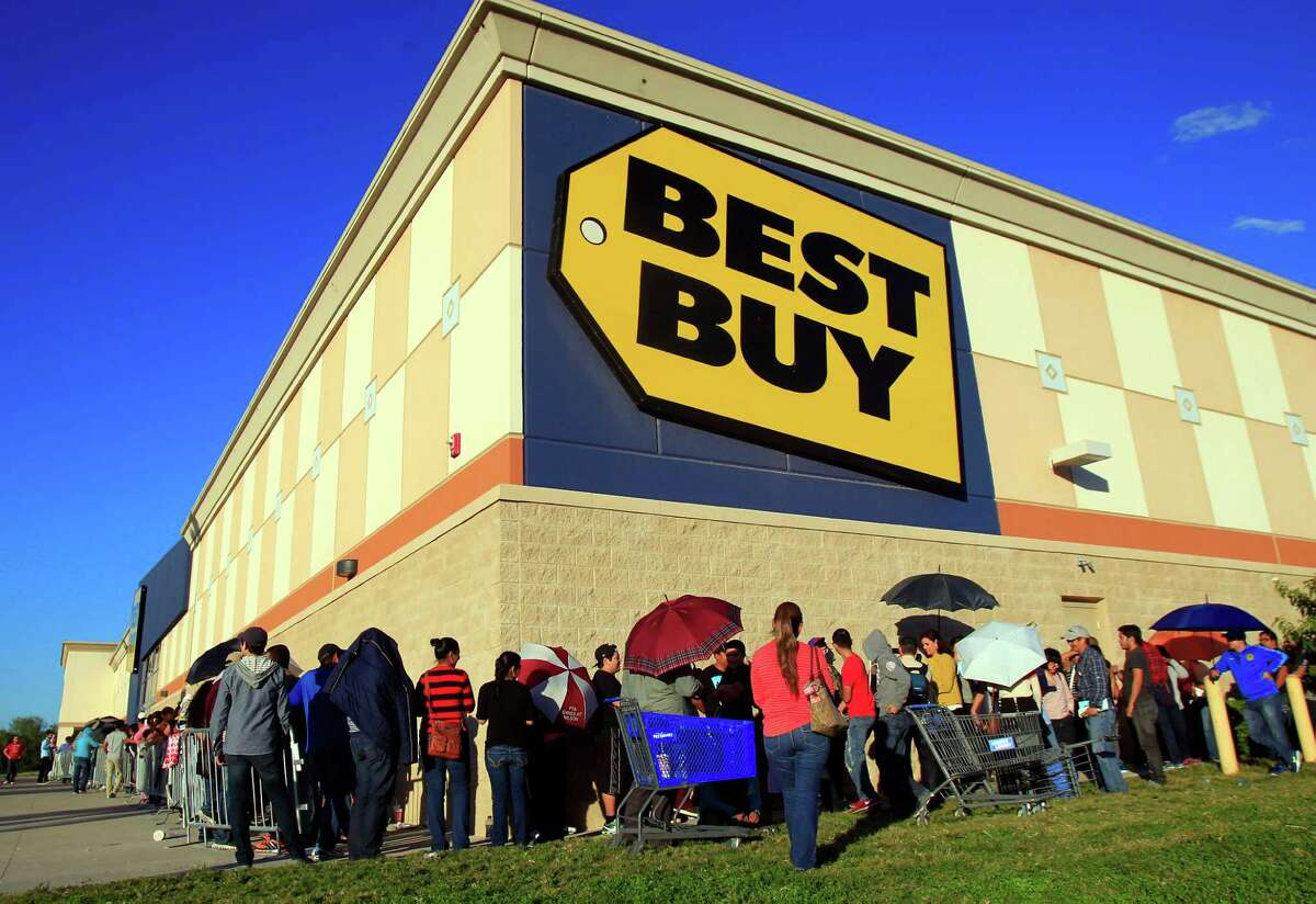 """1) Preview: First thing's first. Make sure you have taken a look at the ads well before the day. Black Friday doesn't lend itself to """"shopping around."""" It's a get-in-get-out mission."""