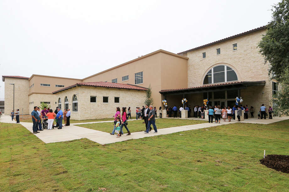 Exterior view of Harlandale ISD's new S.T.E.M. Early College High School adjacent to Harlandale Memorial Stadium at 4002 Roosevelt during grand opening ceremonies on Friday, Aug. 21, 2015. The school will concentrate on science, technology, math and engineering, courses such as Robotics and Automation, 3D modeling and introductions to engineering careers. MARVIN PFEIFFER/ mpfeiffer@express-news.net Photo: Photos By Marvin Pfeiffer / San Antonio Express-News / Express-News 2015