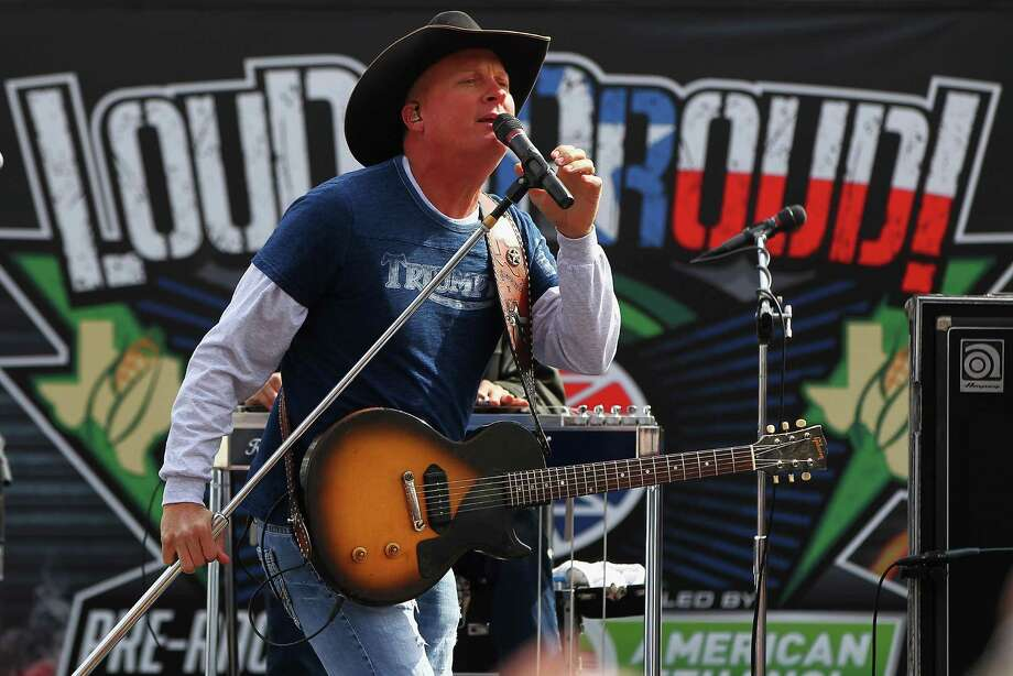 Kevin Fowler performs live (again). So far, he's racked up at least 2,000 stage performances. Photo: Jonathan Ferrey / 2014 Getty Images