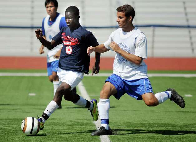 Schenectady's Yusif Okine, center, controls the ball against Queensbury during a four-team scrimmage and fundraiser for Patriot senior goalie Mahmood Shohatee on Wednesday, Aug. 26, 2015, at Schenectady High in Schenectady, N.Y. Mahmood suffered a cardiac arrest and is currently at Sunnyview Rehabilitation Hospital. (Cindy Schultz / Times Union) Photo: Cindy Schultz / 00033128A